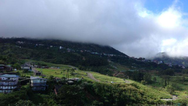 学校から見えるバギオの山々